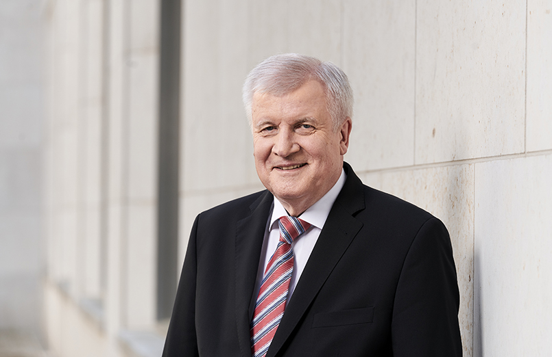 Portrait Bundesinnenminister Horst Seehofer (CSU) am 19.04.2018 in Berlin. ( © Henning Schacht Leuthener Str. 1 - D 10829 Berlin - phone (+49) 0177 6443393 -www.berlinpressphoto.de )