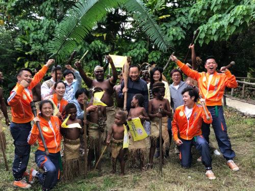 Die FOWPAL Delegation und Bewohner eines historischen Ortes auf Vanuatu